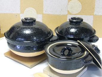 《中谷内陶器店》短い時間でふっくらとおいしいご飯が炊ける土鍋(かまどさん)です(1合炊~5合炊)